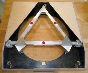 Mirrorbox mit Lagerungsdreieck.